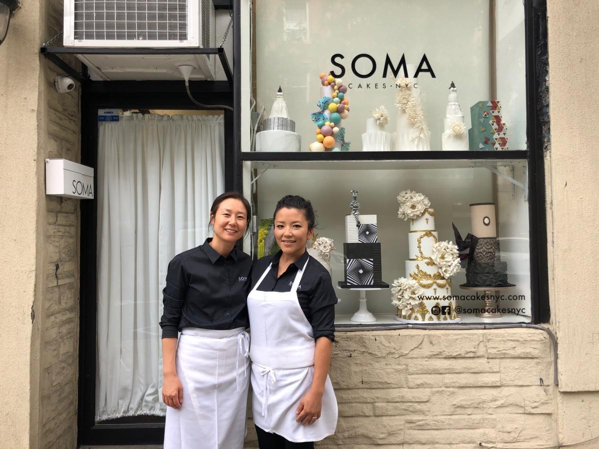 「SOMA CAKES NYC」パティスリーシェフのHiroyoさん(右)とHannahさん(左)