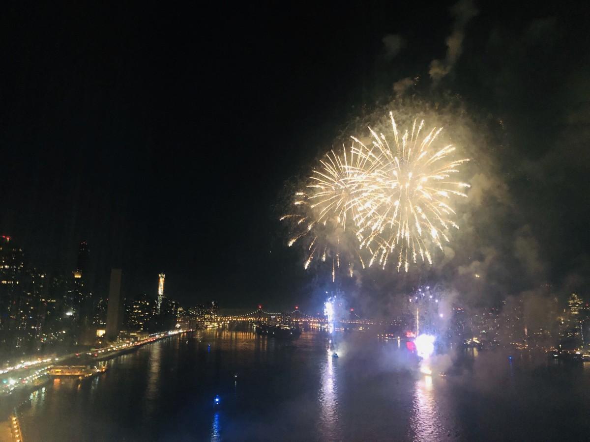 6月29日にHunter's Point South Parkで打ち上げられた花火の様子