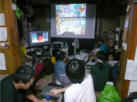 ネット上で告知されたイベントに多くの若者が集う