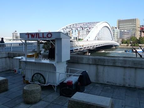 永代橋のたもとで営業中のTwillo