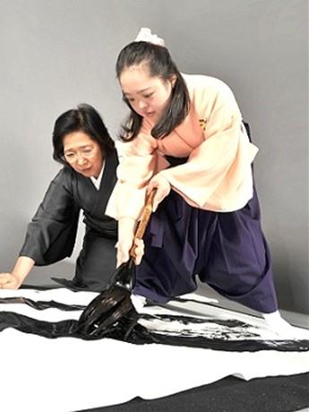 「平清盛」の題字を担当する金澤翔子さん