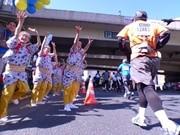 日本橋の街を「東京マラソン」ランナー疾走-江戸の伝統芸能で応援