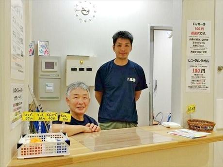 梅の湯の元主人黒川武彦さんとその子息である黒川智生さん。親子鷹で銭湯を守る