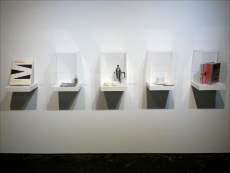 世界的に知られる建築家たちが手がけた、アートワーク、プロダクトデザインなどを展示