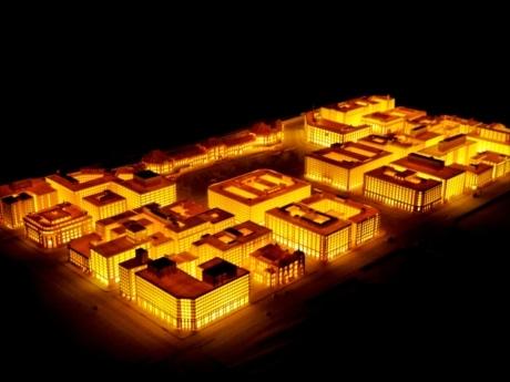 時折ライトアップされる「ジオラマ」は、明治・昭和・平成の駅舎周辺の風景を再現