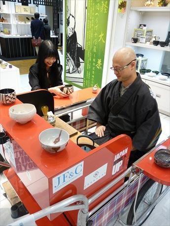 「へうげもの」の世界観を現代に伝える数少ない茶人、松村宗亮さんがリアカー茶室で呈茶