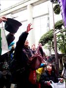 日本橋で豆まき 老若男女が「福は内」