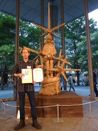 第10回グランプリに輝いた村田勇気さんの彫刻作品「大気圏」