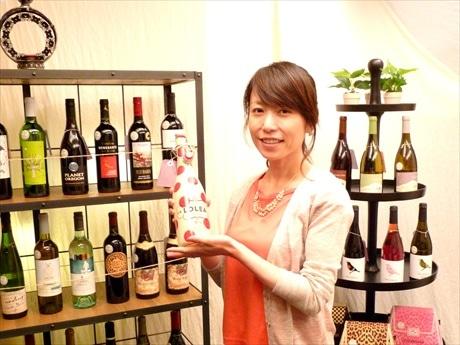 「ジャケ買い気分で気軽にワインを選んでほしい」と店主の岩本すずかさん