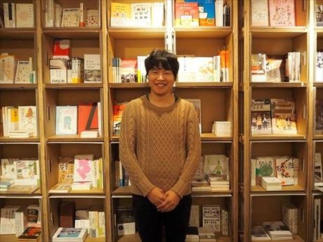 「BETTARA STAND日本橋」併設のブックギャラリー「はじまりの本屋」も手がける中岡祐介さん