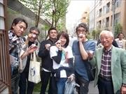 日本橋「日本酒利き歩き」に6500人超 老若男女がおちょこ片手に街歩き