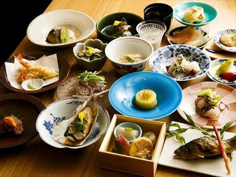 16種類の料理が楽しめる月替わりの「一口多皿料理」のおまかせコース(5,000円)