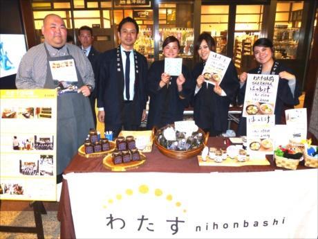 南三陸の海の幸や、南三陸町で作られたアクセサリーなどを販売するカフェ「わたす日本橋」ブース