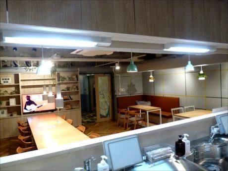 入居者が自由に使えるキッチンとシェアラウンジ