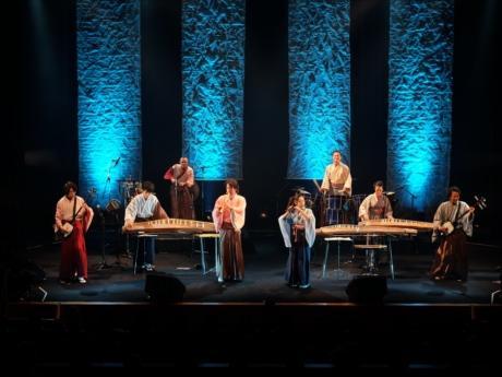 世界遺産などを会場に日本の伝統楽器の魅力を世界に伝える活動を続ける「AUN J」