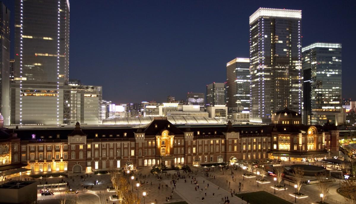 丸の内駅前広場が完成した東京駅
