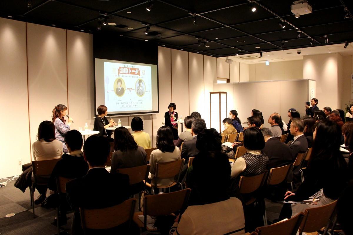 三重テラスクリエーティブディレクターの生駒芳子さんと、日本橋とやま館アドバイザーの玉田泉さんが両県の海の幸、山の幸の魅力を紹介