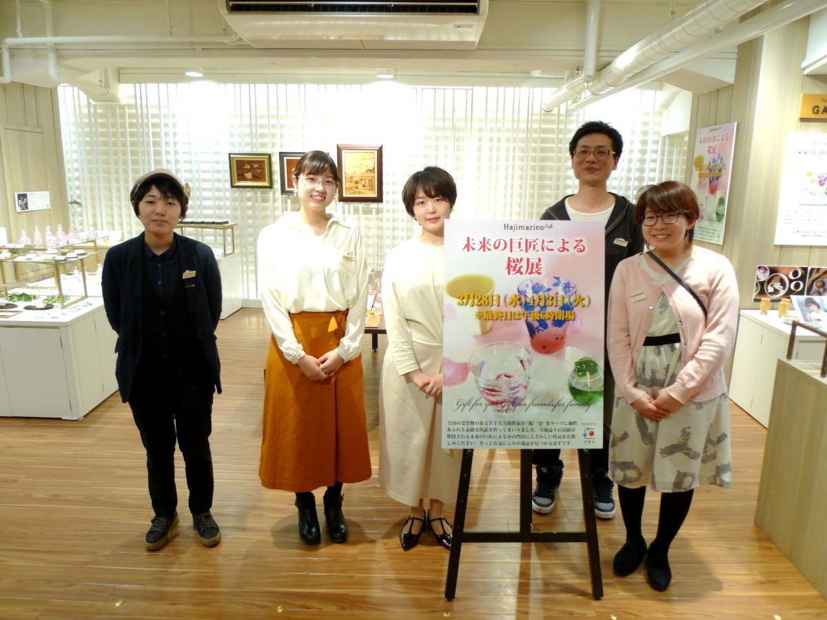 カラス工芸、陶芸、彫金など日本の伝統工芸作家20人が桜をテーマに新作を出店