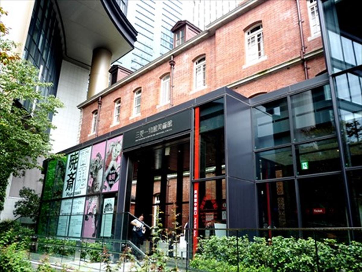 三菱一号館美術館ではファミリー向け「夜の館(やかた)ツアー」として夜のフロア巡りを企画