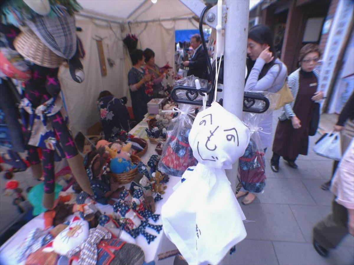 空模様が気になる中、日本全国からさまざまな人形店が集結