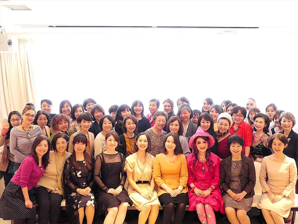 9回目となる今回は「笑顔」がテーマ。「起業塾」塾生や、朝活カレッジ講師、レンタルオフィス会員など46組の女性起業家が出展