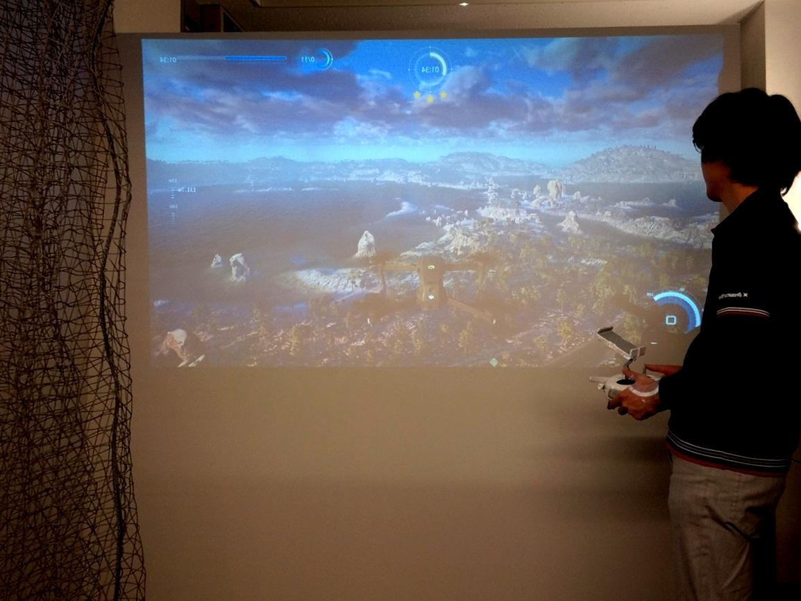 VRを使ったフライトシミュレーションや擬似レースコース体験ができる試験飛行ベース