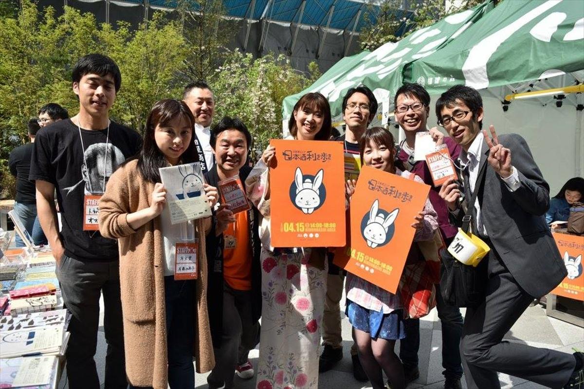 土曜の昼下がり、日本酒党でにぎわう日本橋(写真は一昨年の様子)