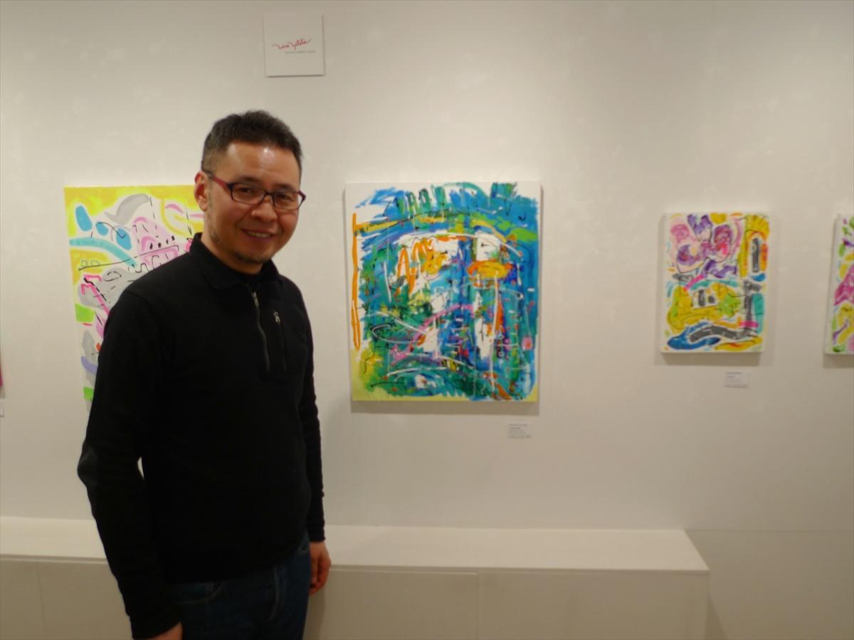 大学卒業後、サラリーマン生活を経て、2012年に47歳で画壇デビューしたというヤタベさん