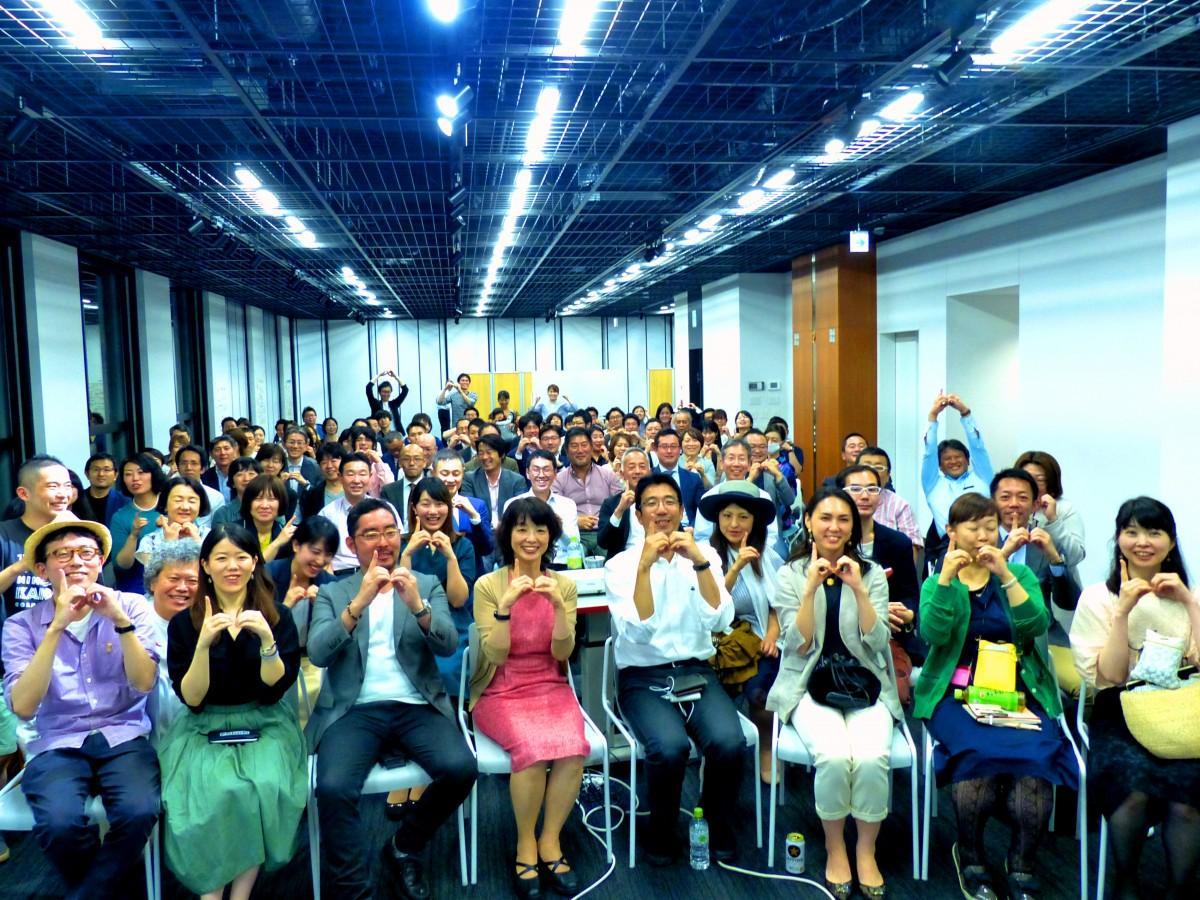 近隣で働く会社員やOL、経営者など約100人が駆け付け、登壇者の講話をもとに交流