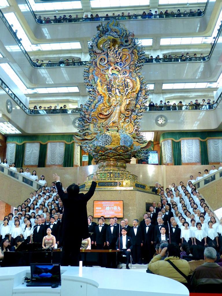 来年、60周年を迎える「天女像」前で、「歓喜の歌」高らかに