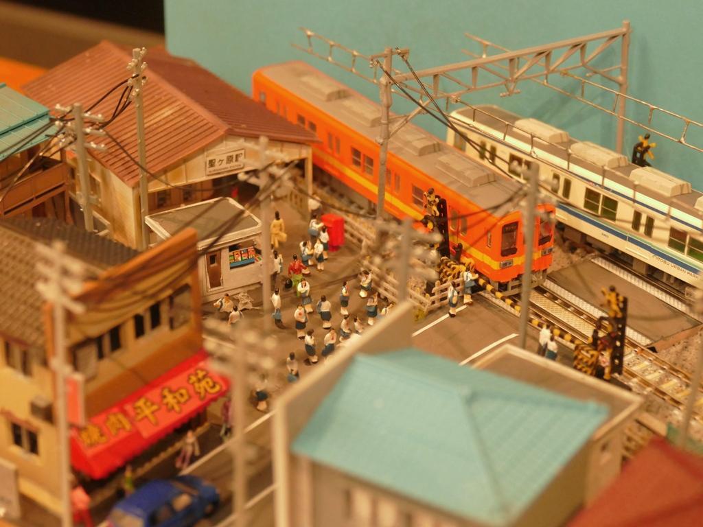 今回で10回目となるジオラマ展「キハモデル王コンテスト」。「JK」をテーマに、女子高生のいる鉄道ジオラマ7作品を展示