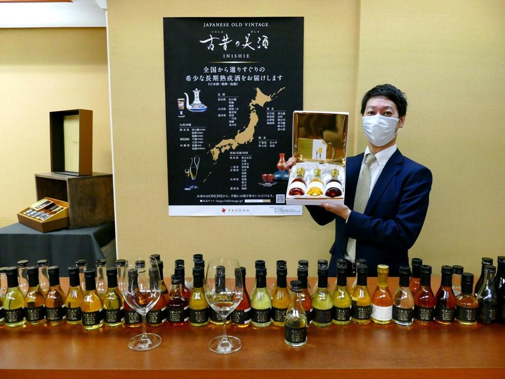 「それぞれ使っている酒米や熟成年数で味わいや香りも大きく違ってくる」と長期熟成古酒の魅力を語る安村社長