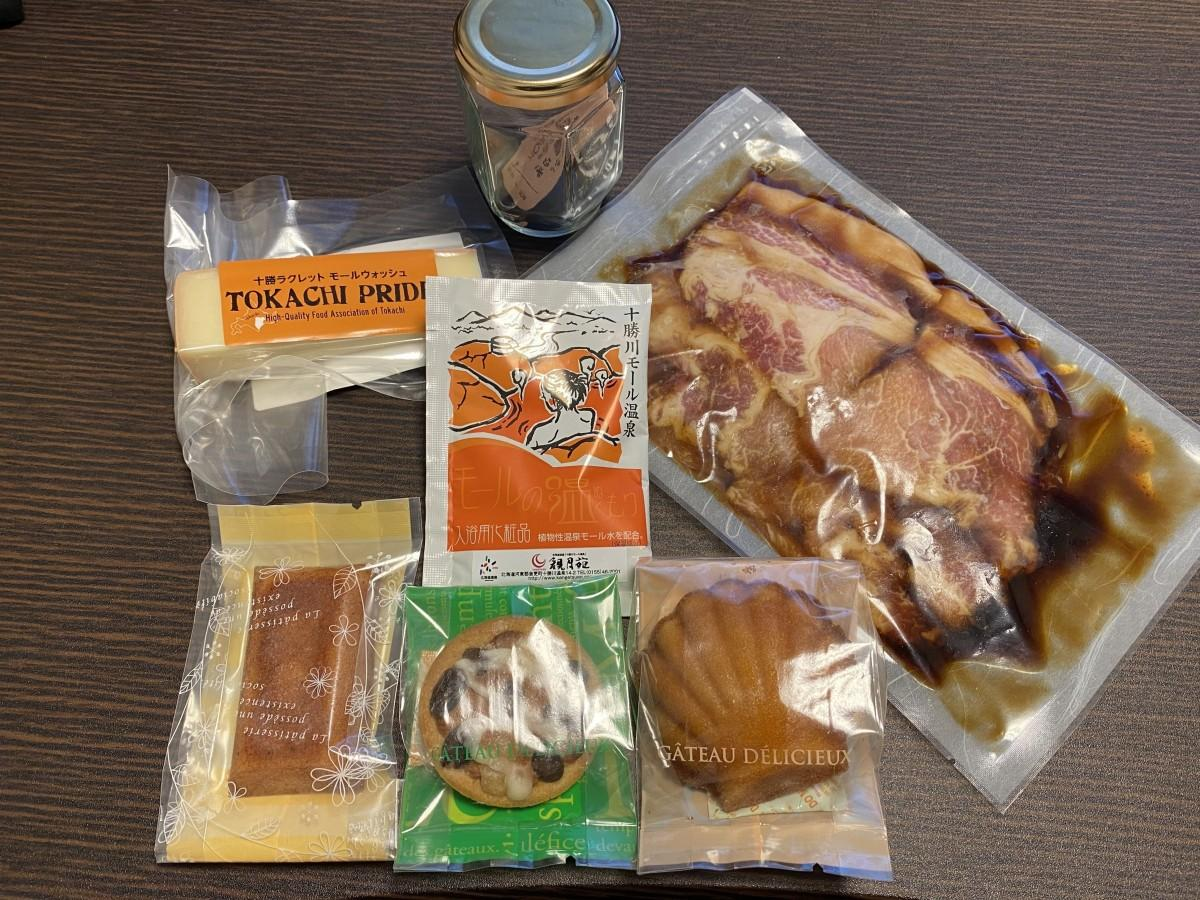 事前配送の十勝産豚丼やラクレットチーズなどを参加者全員で楽しみながら、ZOOMで厳寒の十勝観光を疑似体験