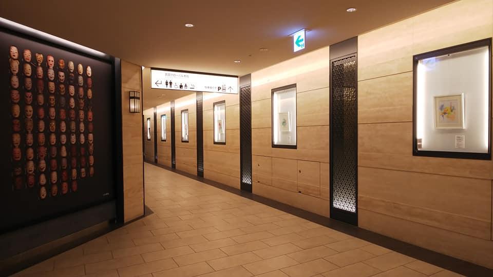 プロジェクト第一弾となる「福徳の森アートストリート」。福徳神社地下の回廊スペースを活用する(写真提供:星和男さん)