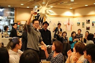 「ワンドリンク for 東北」キャンペーンは、注文する1杯目のドリンク代金から311円が義援金として寄付される-パクチーハウス店内にて