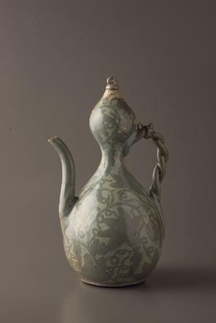 「青磁象嵌葡萄文瓢形水注」 高麗時代 12世紀後半~13世紀