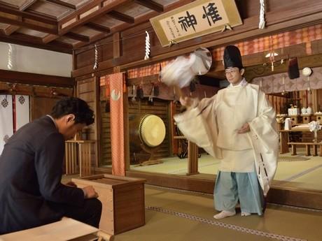 桜神宮で行われた奉納の儀式の様子