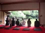 世田谷「猪股庭園」でお茶席-庭園望む邸宅の居間でお茶