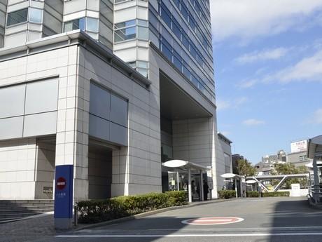 用賀駅北口バスターミナル4番乗り場(手前)