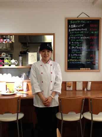 キッチンを担当する安藤裕子さん