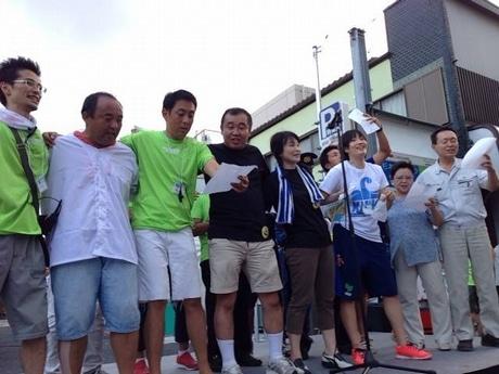 かみのげサマーフェスティバル2013のステージで初披露し合唱