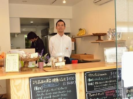 「Beauty Fruits」店内で・店主の松本浩さん