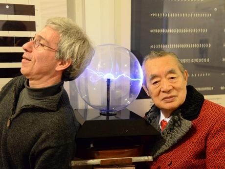 創立者のマーク・エイブラハムズさんと同賞受賞者・サー中松博士