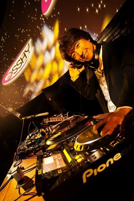 DJ  OSSHYさん
