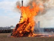 二子玉川の多摩川河川敷で「どんど焼き」住民の幸せと繁栄を願う