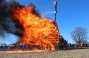 二子玉川の多摩川河川敷で「どんど焼き」 火の力でお払いと祈願