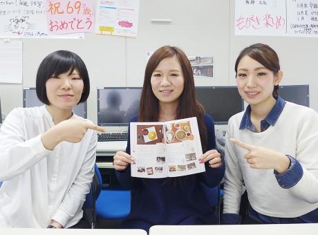 「朝美人」を制作した武庫川女子大学生活環境学部・情報メディア学科、松野精教授ゼミの学生たち