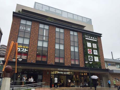 7月7日にオープンしたJR甲子園口駅ビル「ビエラ甲子園口」