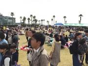 「西宮ワールドグルメツアー&青空市場」 鳴尾浜の芝生広場で