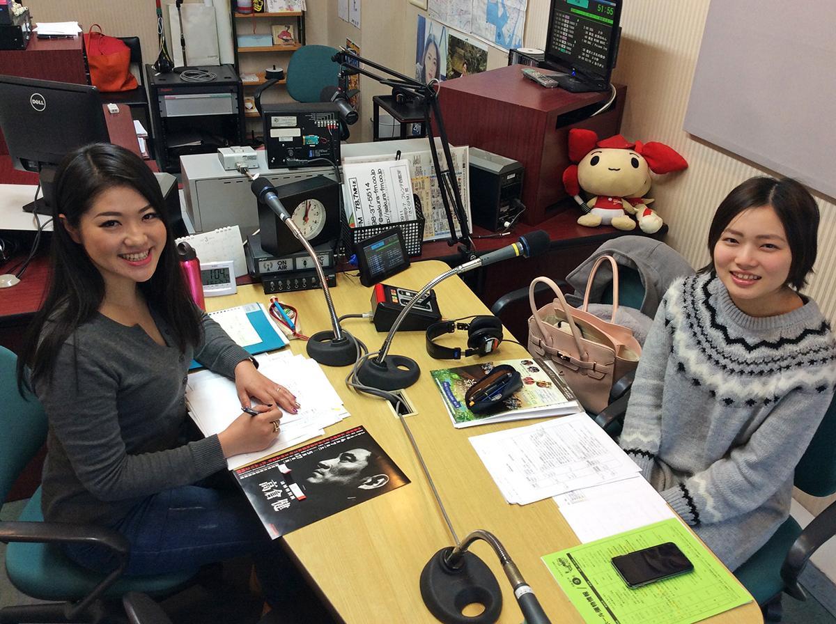 パーソナリティーに採用され、4月から番組を担当する過去の受講者の中村愛子さん(左)と尼子日依(あまこひより)さん(右)